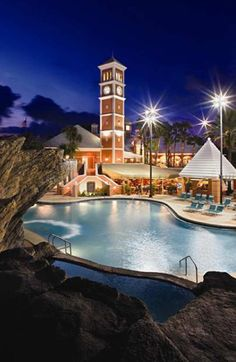 Hilton Grand Vacations Suites at SeaWorld is adjacent to SeaWorld, and just 15 minutes to Walt Disney World and Universal Orlando.