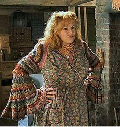 Ravelry: Project Gallery for Coat of Many Colors Sweater (Molly Weasley Sweater) pattern by Shelle Hendrix Harry Potter Halloween, Harry Potter Kostüm, Harry Potter Cosplay, Harry Potter Characters, Movie Characters, Gina Weasley, Must Be A Weasley, Weasley Sweater, Coat Of Many Colors
