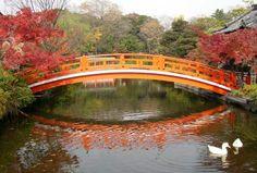 Image from http://www.japanvisitor.com/images/content_images/bridgeshrine.jpg.