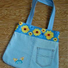 Все идет в красивое дело...здесь у сумки кайма с цветами от...от любимого полотенца♥