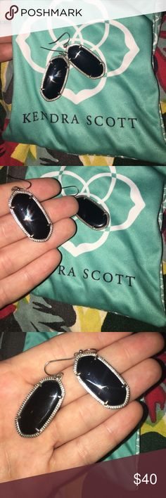 Kendra Scott Elle earrings  in black / silver Black and silver Kendra Scott classic earrings. I love the color combination. These earrings have only been worn a handful of times. The stones have no marks or scratches. Kendra Scott Jewelry Earrings