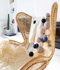 Een van onze nieuwe combinaties van de Premium lijn; Stylish Blue. Deze combinatie is Premium omdat er verschil in zit qua formaat van de cotton balls! Waar ga jij deze leuke lichslinger hangen?