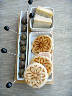 """Stampo Tigella Enrico Pr uni Cocktail Serving Set Easy Life Design Una bella ricetta omaggio all'Emilia, la """"terra del mattarello..."""