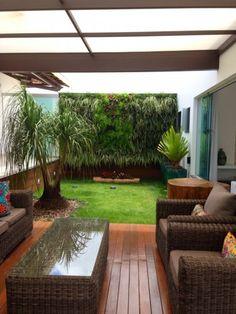 Jardim vertical em Teofilo Otoni - MG. Outdoor Ideas, Outdoor Decor, Living Room Interior, Patio, House, Home Decor, Drip Irrigation System, Irrigation Systems, Plantation Houses