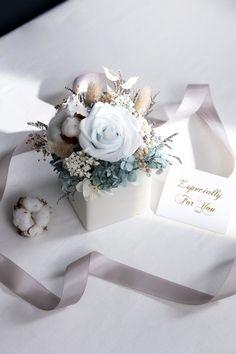 [Quiet Iceberg] White Blue Rose with Light Blue Hydrangea Rose Hydrangea Eternal Flower Table Flower - plantsense - Dried Flowers & Bouquets Flower Box Gift, Flower Boxes, Dried Flower Bouquet, Dried Flowers, Flower Shop Decor, Wedding Gift Boxes, Table Wedding, Bridal Shower Desserts, Dried Flower Arrangements