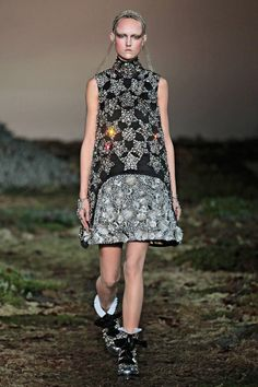 Alexander McQueen: Like A Diamond. See fall 2014's hottest trends straight from the runway. Click here for more styles.