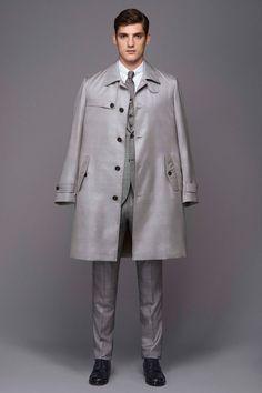 Trench Principe di Galles argento in seta Abito Principe di Galles grigio chiaro: Giacca Pantaloni Gilet Camicia formale bianca aderente a righe sottili Cravatta grigio ardesia in seta stampata Scarpe Derby nere