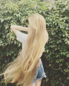 Beautiful Long Hair, Gorgeous Hair, Blonde Hair Looks, Nose Hair Trimmer, Long Hair Video, Rapunzel Hair, Super Long Hair, Silky Hair, Dream Hair