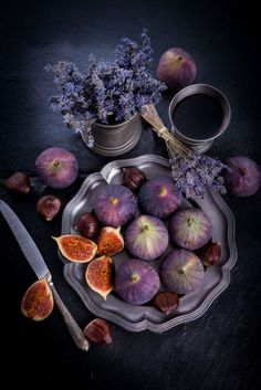 Great use of lights in food photography. Figs on dark bakckground with intriguing purplish hue.                                                                                                                                                      More
