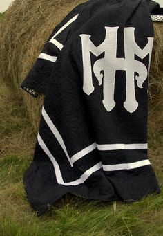 Custom made Quilt  Monogram Wedding Quilt  Chanel by HouseofdeVeer, $955.00 Signature Quilts, Quilt Designs, Monogram Wedding, Custom Made, Quilting, Chanel, Wedding Ideas, Trending Outfits, Vintage