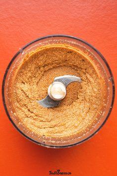Mamba to nazwa masła orzechowego z Haiti.Prawdopodobnie najlepszego masła orzechowego na całym świecie. Nie do końca wiadomo w jaki sposób mamba powstała. Niektórzy podejrzewają, że przepis przywędrował z Afryki; inni, że powstał j[...]