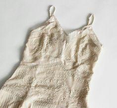 Para as românticas de plantão: textura e delicadeza no nosso vestido. Tá esperando o que para aproveitar a nossa liqui?  #poire #poirepelomundo #ootd #lookpoire#temnapoire #barrashopping #shoppingviaparque#riodejaneiro