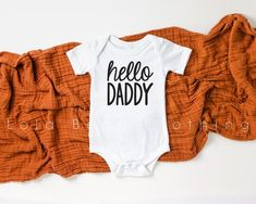 Hello Daddy Pregnancy Announcement to husband // hello Daddy Onesie® Gift for Husband // Pregnancy Reveal Photo Girls Coming Home Outfit, Take Home Outfit, Grandma Onesie, Pregnancy Reveal Photos, Pregnancy Announcement To Husband, Pregnancy Announcements, Baby In Pumpkin, Onesies, Baby Onesie