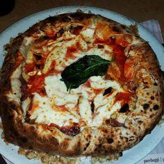 Pizzeria da Concettina ai 3 Santi - Pizza Fondazione San Gennaro #napoli #rionesanità #pizza #pizzeriaoliva