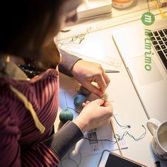 Jak se vyrábí montessori dekorace Gobbi 3D. #montessori #zavesnadekorace #deti #bydleni #interier #mimimo #detskypokoj Daniel Wellington, Mobiles, Montessori, 3d, Instagram Posts, Mobile Phones