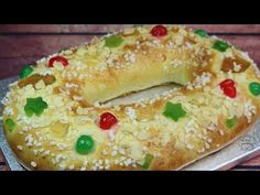 "El roscón de reyes mas rápido del mundo ""Listo en sólo 1 hora"" - YouTube Good Healthy Recipes, Sweet Recipes, Special Bread Recipe, British Baking, Sweets Cake, Bagel, Bread Recipes, Food And Drink, Reyes"