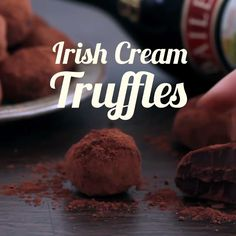 Irish Cream Truffles Irish Cream Truffles are rich, chocolaty, totally irresistible and easy to prepare, perfect for special occasions, holiday tables and even as homemade gift idea. The use of Baileys Irish Cream makes them a great choice for celebrating Candy Recipes, Holiday Recipes, Dessert Recipes, Irish Recipes, Sweet Recipes, Baileys Recipes, Enjoy Your Meal, Delicious Desserts, Yummy Food