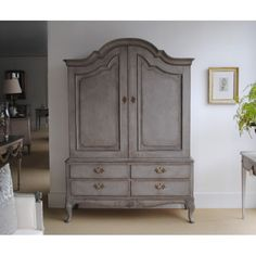 1920's Swedish Linen Press #countryliving #dreambedroom