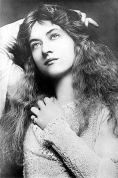 silent movie star Maude Fealy. She looks incredibly modern, resembles Jennifer Lawrence.