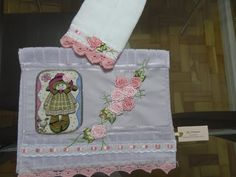LOY HANDCRAFTS, TOWELS EMBROYDERED WITH SATIN RIBBON ROSES: Conjunto MENINA em Patch Apliquê.