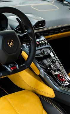 FULL THROTTLE : This yellow and black interior has its own type of