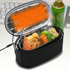 The USB Double Heater Pouch is a handy lunch box with built-in double heaters powered by USB.