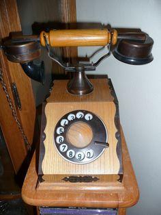 vieux telephone  6ed84071eddb58799a9ee0fdbd64218a