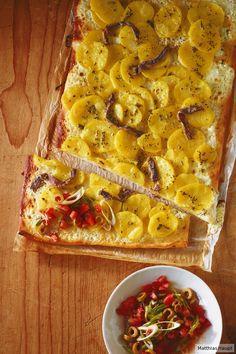 Ein super Party-Snack: Kartoffel-Pizza mit Tomaten-Salsa.