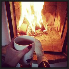 fryser fortfarande trots att jag fick ha jacka på mig haha @sospecialcrew #freezing #cold #fireplace #greentea #sweden #umeå #Padgram