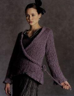 cache-coeur violet foncé... j'ai la laine parfaite dans ma réserve !!