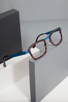 """Anne et Valentin """"Fausto"""" color // Glasses Frames, Eye Glasses, Lunette Style, Four Eyes, Wooden Frames, Specs, Eyewear, Jewelry Accessories, Anna"""