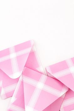 DIY Pink Plaid Envelopes - Maritza Lisa: Create your own plaid pattern with this free tool and use it to create your own stationery.