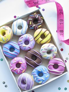 What Abi Makes: Sewing Christmas Gift Guide! All under - Herzlich willkommen Fancy Donuts, Cute Donuts, Christmas Gift Guide, Christmas Gifts, Christmas Donuts, Christmas Sewing, Kreative Desserts, Pattern Weights, Donut Decorations