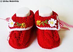 Babyschuhe Landhaus von strickliene auf DaWanda.com ♡ Baby Gifts To Make, Cute Baby Gifts, Kids Socks, Baby Socks, Knitting Socks, Baby Knitting, Baby Outfits, Baby Bootees, Knit Baby Shoes