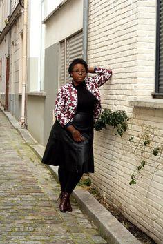 Collection Printemps/Eté 2016 Balsamik - bombers à fleurs, jupe longue en faux cuir portés par la blogueuse Nathalie du blog The Crazy Soprane.  La jupe: http://www.balsamik.fr/jupe-longue-en-faux-cuir-noir.htm?ProductId=006203323&t=1