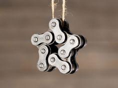 Stern-Anhänger aus einer Motorradkette ♥ Stahlkunst-Purrer.de Door Handles, Old Motorcycles, Steel Art, Bicycling, Stars, Necklaces, Door Knobs, Door Knob