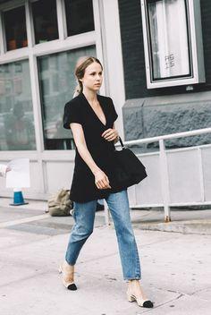 New York Fashion Week Spring Summer 2016 Street Style Elin Kling Levis Chanel Shoes Chanel Street Style, Street Style 2016, New York Fashion Week Street Style, Fashion Blogger Style, Street Style Trends, Spring Street Style, Cool Street Fashion, Street Style Looks, Looks Style