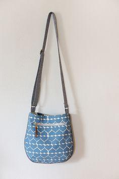 Birthday Trail Tote - Noodlehead, a small crossbody tote that's fun to sew! Bag Patterns To Sew, Tote Pattern, Diy Bags Purses, Diy Tote Bag, Fabric Handbags, Diy Handbag, Craft Bags, Denim Bag, Best Bags