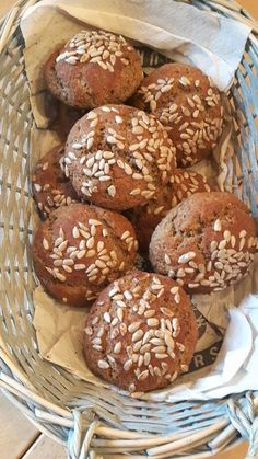 Brötchen aus Leinsamenmehl und Mandelmehl Rolls of flaxseed flour and almond flour, a delicious reci Flaxseed Flour, Almond Flour, Almond Bread, Gluten Free Wraps, Flax Seed Recipes, Wrap Recipes, Banana Bread Recipes, How To Make Bread, Smoothie Recipes