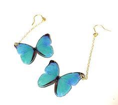 青い蝶々を特殊な素材に印刷しプラスチック素材で作成しました。とってもキュートなピアスです(^ー^)ノ左右でチェーンの長さが少し違うのですがピアスをつけた時にち...|ハンドメイド、手作り、手仕事品の通販・販売・購入ならCreema。