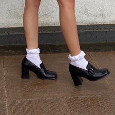 Private School Girl, Clogs, Socks Outfit, Pumped Up Kicks, Pumps, Heels, Gossip Girl, Sock Shoes, Look Cool