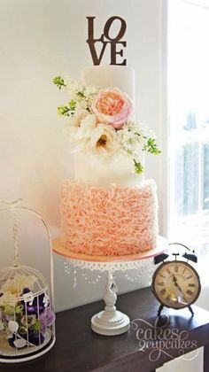 Want to find yourself a lovely spring wedding cake?