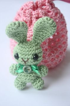 Bunny brooch with a gift bag. Pinned 6/27/13. Thanks for sharing!    ¯_(ツ)_/¯ ☀CQ #crochet