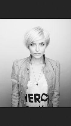 Short blond hair love this ;-)