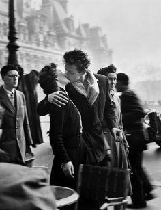 Robert Doisneau // Kiss by the Hotel de Ville, 1950. ( http://www.gettyimages.co.uk/detail/news-photo/kiss-by-the-hotel-de-ville-place-de-lhotel-de-ville-paris-news-photo/119002427