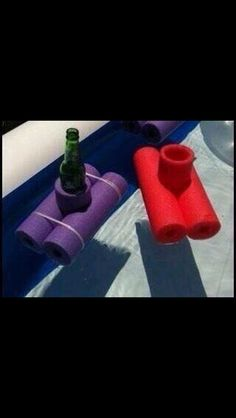 Floating coozies made out of cut up pool noodles. I SO wish I had a pool! Piscina Pallet, Piscina Diy, Pool Noodle Crafts, Pool Hacks, My Pool, Pool Fun, Pool Accessories, Pool Noodles, Diy Décoration