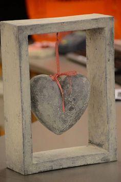 coeur de ciment moulage à la main. Livraison à n& quel endroit. Cement Art, Concrete Crafts, Concrete Art, Concrete Projects, Diy Projects, Heart Crafts, Rock Crafts, Crafts To Do, Diy Crafts