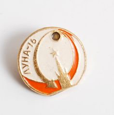 Vintage metal badge pin,Moon - 16, USSR space program.