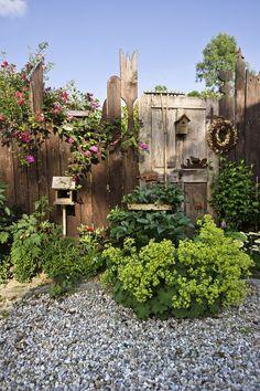 """Im Garten mit. Peter und Rosemarie Fischer: """"Wir haben mehr Ideen, als wir umsetzen können!"""" - Im Garten mit… Peter und Rosemarie Fischer: """"Wir haben mehr Ideen, als wir umsetzen können! Herb Garden Design, Vegetable Garden Design, Garden Art, Diy Garden Projects, Diy Garden Decor, Garden Ideas, Pergola Patio, Backyard, Pallets Garden"""