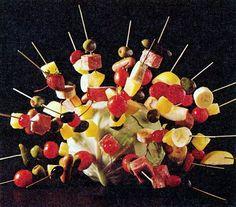 18 New ideas for cocktail party snacks appetizer 90 Party, Retro Party, Disco Party, Retro Recipes, Vintage Recipes, Dinner Party Ideas For Adults, Food On Sticks, Fruit Sticks, Buffet